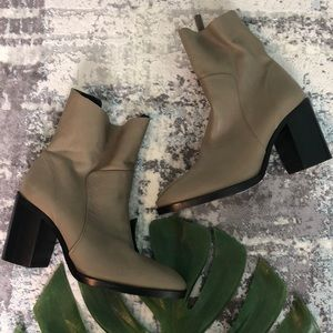 FLAWED Topshop Million Tan Booties 7.5 B2